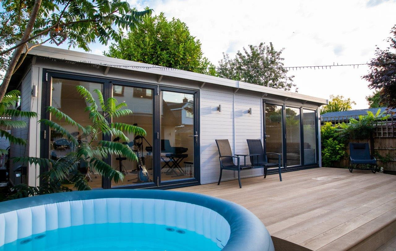Belle garden room with spa area outside.