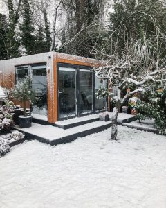 Garden office in the snow